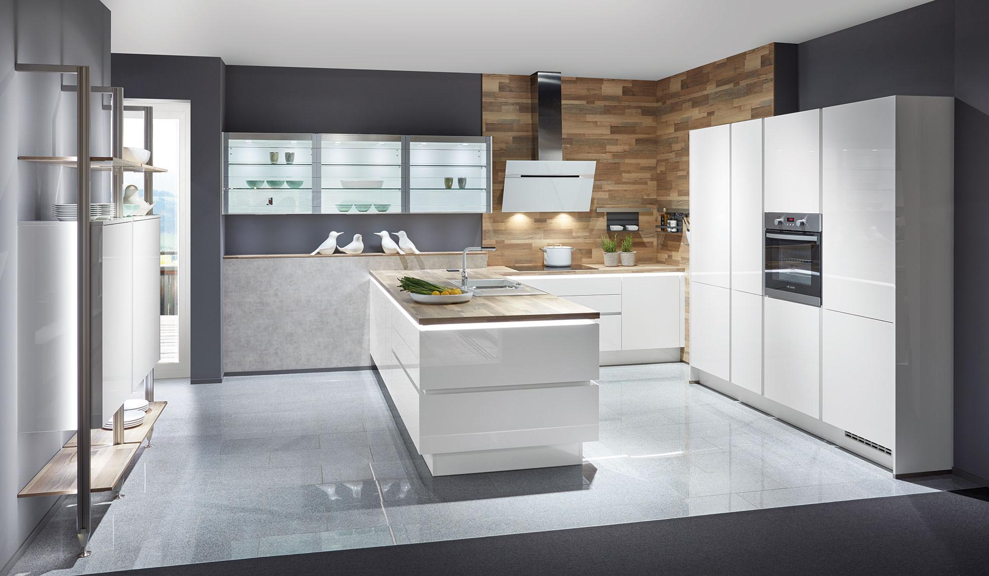 Faites votre choix parmi une large palette de coloris et de matières et créez la cuisine moderne de vos rêves.